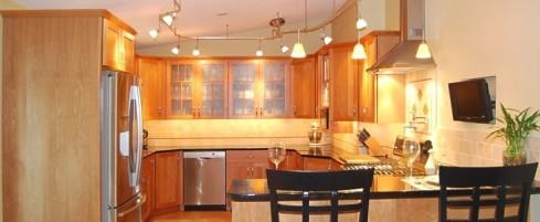 ss_04_lous_kitchen1_730_300